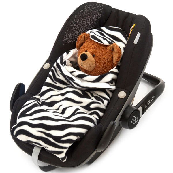 morrck zebra-car-seat-wrap-in-car-seat-closed